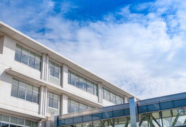 人が多く集まる学校は特に気をつけたい!高機能換気設備を導入して良質な空気環境を保とう!