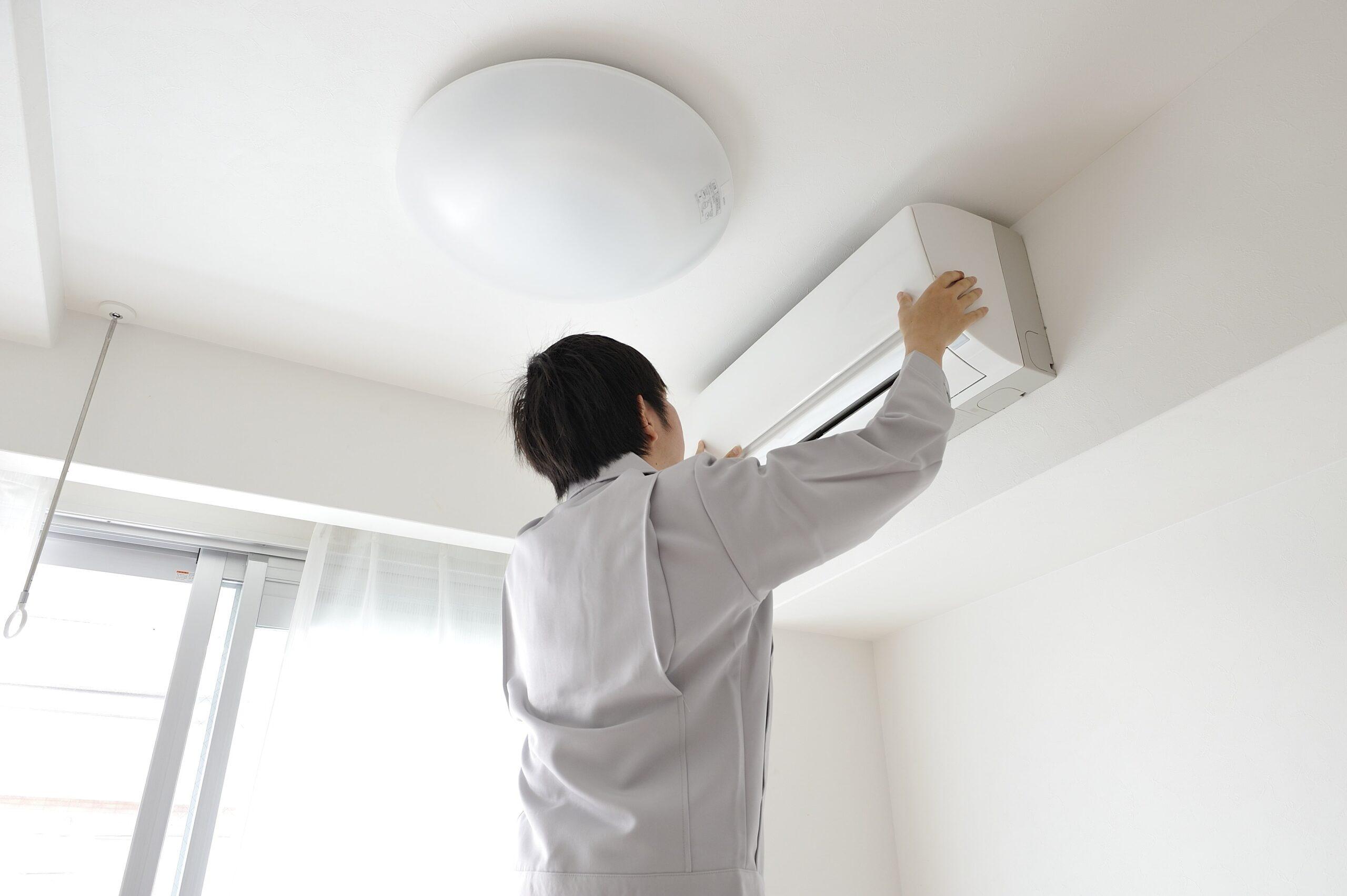 「業務用エアコンが故障した!『修理』と『買い替え』のポイントを見極めてコストを抑えよう!」を公開しました。