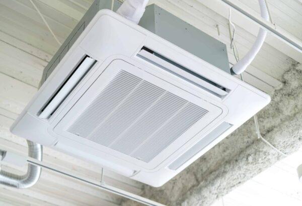 「メーカー別 天井カセット形4方向エアコンの機能を比較!」を公開しました。